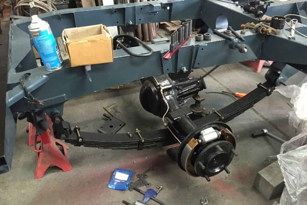 Landrover-restoration-Oxford,-chassis strip and mechanicals